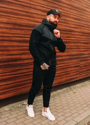 Мужской зимний спортивный костюм на микрофлисе.