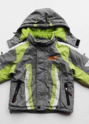 Jack wolfskin. отличная куртка для двора. 98 размер.
