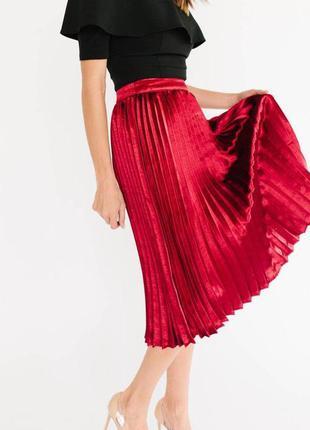 Красная юбка плиссе с люрексом