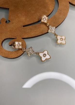 Серьги сережки гвоздики под золото золотые стразы камни