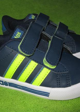 Кроссовки adidas,р.21 стелька 13,5см