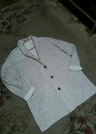 Стильный,удлинён.меланж-букле кардиган-пиджак на пуговицах, с ка