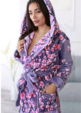 Сиреневый махровый халат на запах с цветами!