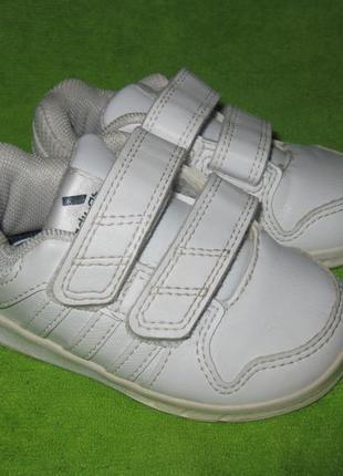 Кроссовки adidas,р.19-20