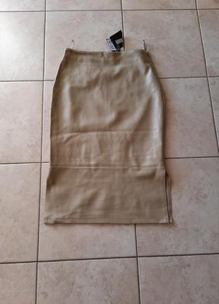 Шикарная из экокожи с разрезами по бокам юбка маленького размера