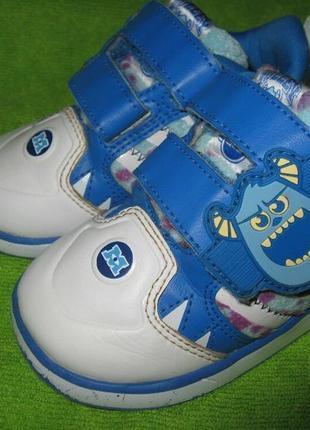 Кроссовки adidas, р.21 стелька 13,5см  оригинал