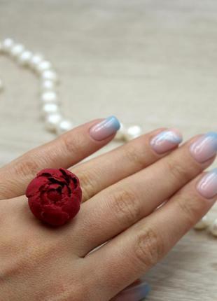 Красное кольцо пион.
