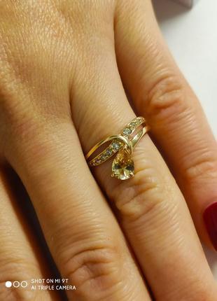 Золотое кольцо 585* с камнем 17,5 размер 1,77гр.