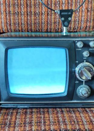Портативный черно-белый телевизор Шилялис 402Д