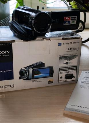 Продам видеокамеру SONY  HDR-CX190E