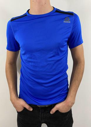 Спортивная мужская футболка