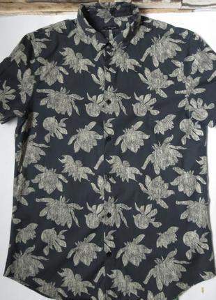 Мужская рубашка с цветочнім принтом  в цветах с коротким рукав...