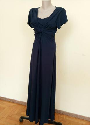 Красивое трикотажное длинное платье