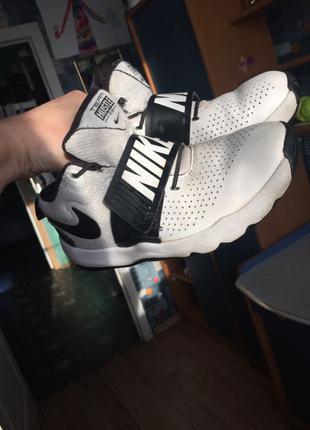 Кроссовки кожаные Nike 32