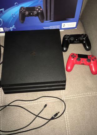 PlayStation 4 PRO 1TB + 2 геймпада.