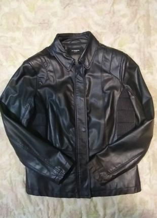 Кожаная куртка в идеальном состоянии.