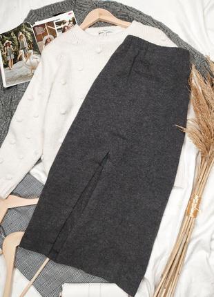 Шерстяная серая миди юбка на высокой посадке с разрезом спереди