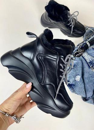 Черные зимние кроссовки на высокой подошве