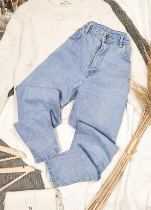 Плотные голубые мом джинсы на высокой посадке