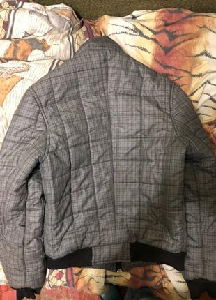 Куртка в хорошем состоянии серая