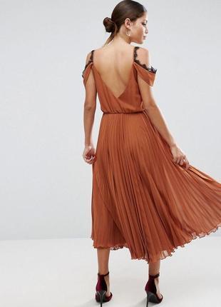Красивое плиссорованное платье миди на запах с кружевом asos