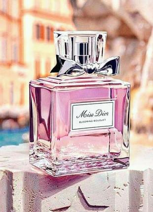 Женская парфюмированная вода Dior Miss Dior Cherie Blooming Bouqu