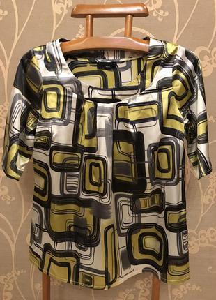 Очень красивая и стильная брендовая блузка в абстракциях.