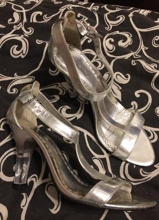 Definitions серебристые босоножки сандали 23.5-24 см