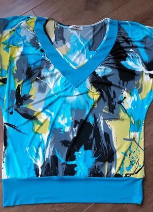 Голубая футболка с абстрактным узором размер xl-xxl