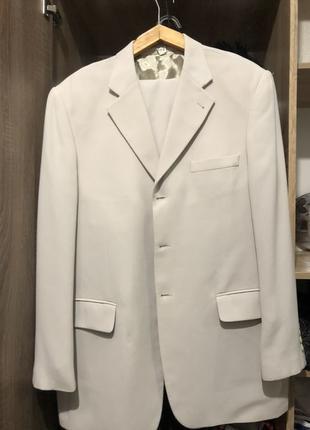 Кремовый мужской деловой костюм размера xl бренда albero