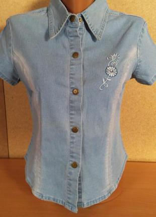 Джинсовая рубашка с коротким рукавом