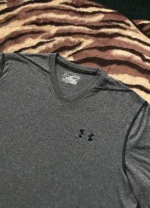 Улётная футболка для спортсменов от under armour
