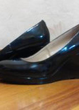 Лаковые туфли на платформе женские.