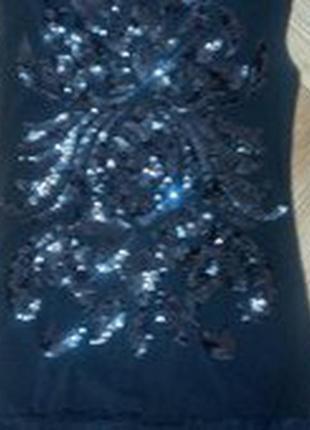 Нарядное маленькое черное  платье
