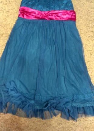 Нарядное платье изумрудного цвета