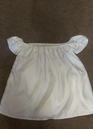 Блузка с открытыми плечами белоснежная