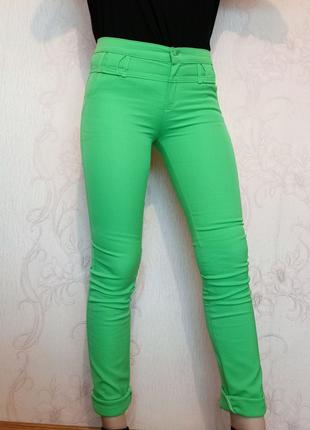 Салатовые новые женские брюки