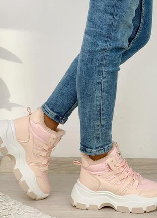 Стильные высокие зимние кроссовки