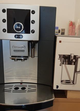 Кофемашина Delonghi Perfecta Cappuccino ESAM 5500 S б/у+ молочник