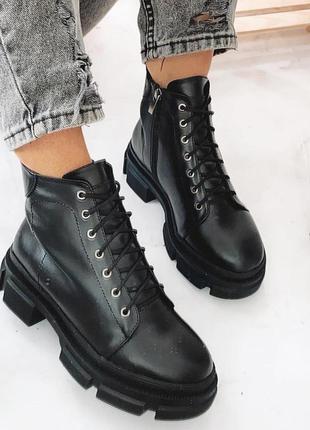 Зимние кожаные ботинки чёрные на платформе
