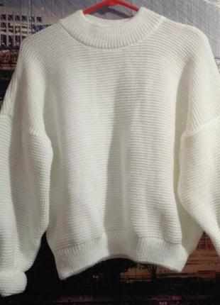 Белый базовый свитерок с объёмными рукавами, свитер оверсайз