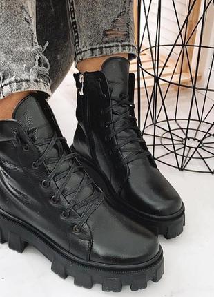 Кожаные женские чёрные зимние ботинки на платформе
