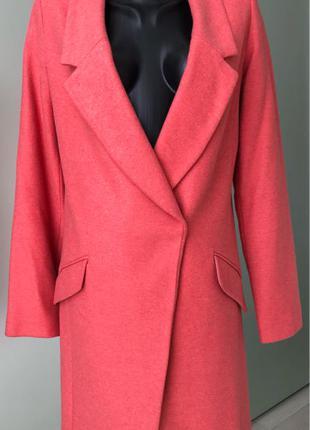 Женское пальто бренда Oasis.