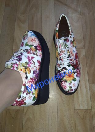 Женские туфли цветочные на платформе со шнурками