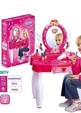 Трюмо / туалетный столик для девочек.