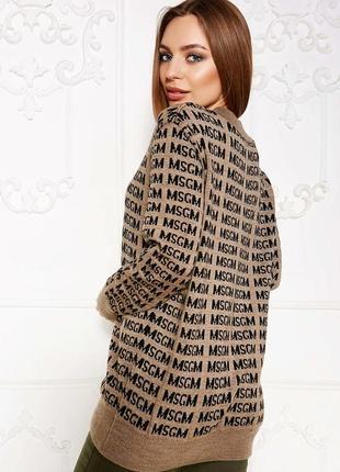 Стильный свитер с надписями