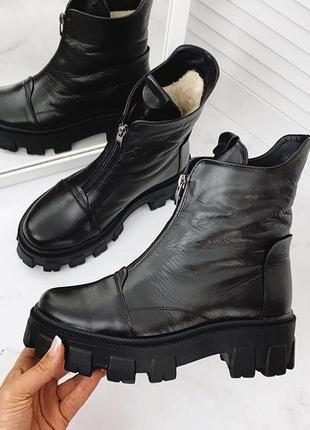 Зимние кожаные ботинки чёрные на платформе, на тракторной подошве