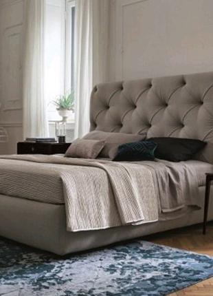 Кровать с каретной стяжкой.  Мягкая кровать