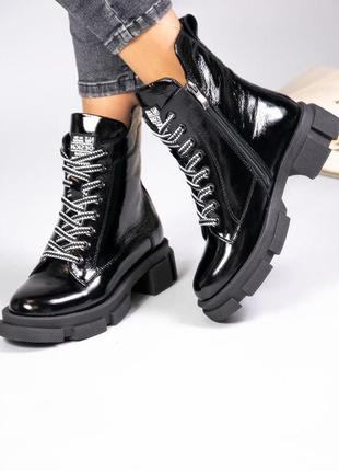 Женские зимние лакированные ботинки