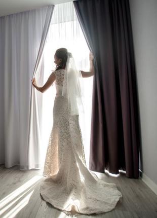 Свадебное платье (кружево; модель полурыбка)